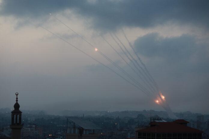 Raketen der Terrororganisationen Hamas und Islamischer Dschihad in Gaza werden auf zivile Ziele in Israel abgefeuert. Gaza, 11. Mai 2021. Foto Majdi Fathi/TPS