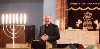 Ansprache von Bischof Ulrich Neymeyr in der Neuen Synagoge Erfurt am 23.10.2019. Foto IMAGO / Karina Hessland