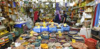 Marktstand im Souk in Akko, Israel. Foto IMAGO / Schöning