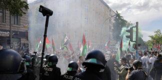 3500 Menschen demonstrierten in Berlin Neukölln bei einer pro-palästinensischen Kundgebung, es kam zu massiven Ausschreitungen. Berlin 15.05.2021. Foto IMAGO / Future Image