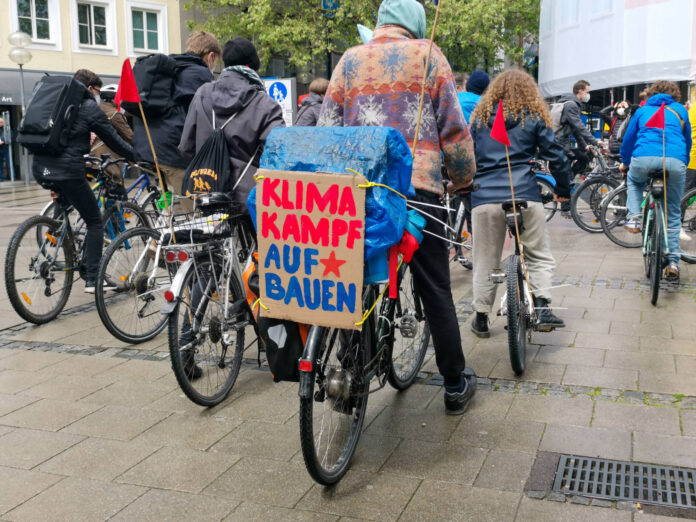 Symbolbild. Fahrrad-Demo für das 1,5 Grad Ziel in München. Foto IMAGO / Alexander Pohl