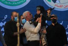 """Yahya Sinwar, Führer der Hamas im Gazastreifen an einer """"Siegeskundgebung"""" nach dem Waffenstillstand zwischen der Hamas und Israel. Foto IMAGO / ZUMA Wire"""