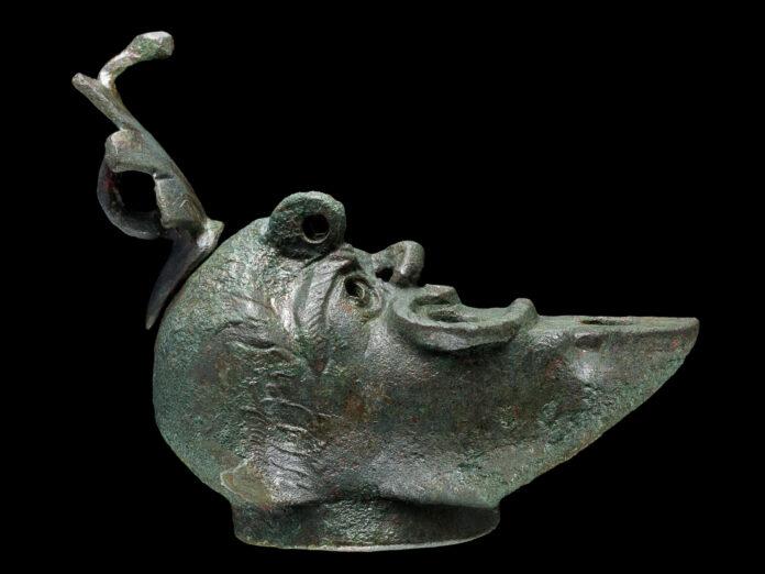 Seltene antike Öllampe in Jerusalem gefunden. Foto