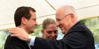 Präsident Reuven Rivlin mit seinem Nachfolger Issac Herzog und Herzogs Frau Michal. Foto Kobi Gideon / GPO