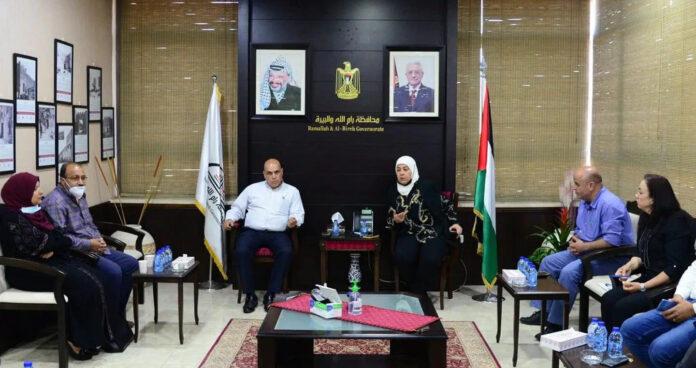Laila Ghannam mit der Familie des Terroristen Muhannad Al-Halabi. Foto Wafa.ps, facebook.com/Dr.Laila Ghannam, 6. Juni 2021