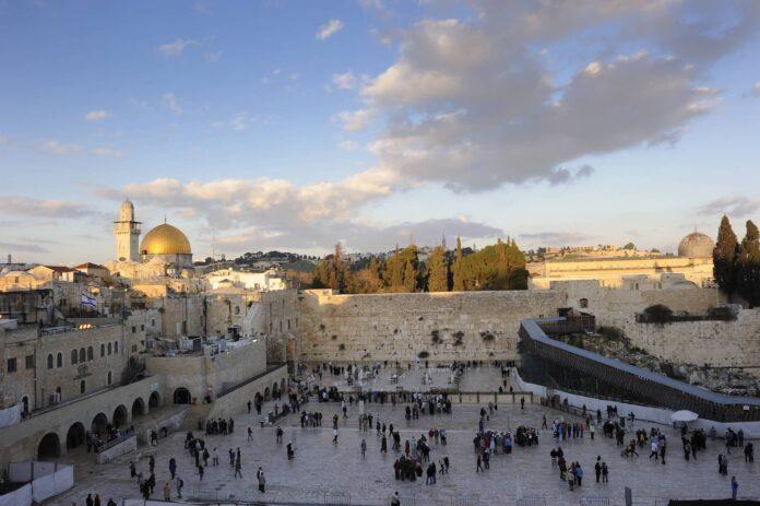 Gesamtansicht von Klagemauer und Tempelberg, Arabisches Viertel, Altstadt Jerusalem. Foto IMAGO / imagebroker