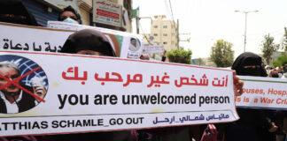 UNRWA Mitarbeiter in Gaza nehmen an einer Protestaktion teil und fordern den Rücktritt von Matthias Schmale. 31. Mai 2021. Foto IMAGO / ZUMA Wire