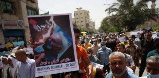 Mitarbeiter des Hilfswerks der Vereinten Nationen für Palästina-Flüchtlinge im Nahen Osten (UNRWA) nehmen an einem Protest teil, der den Weggang von Matthias Schmale, dem Einsatzleiter von UNRWA in Gaza fordert, 31. Mai 2021. Foto IMAGO / UPI Photo