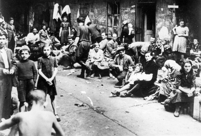 Juden fliehen aus der Stadt Kielce in Polen am 6. Juli 1946. Foto Yad Vashem Fotoarchiv 4613/1048