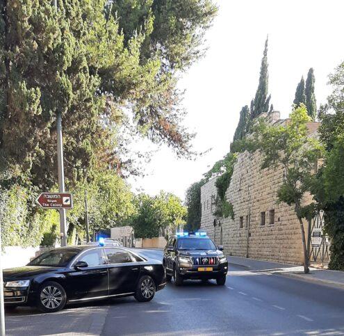 Steinmeiers Limousine fährt zum Kloster. Foto: Elisabeth Lahusen.