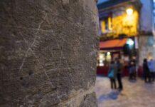 Davidstern eingeritzt in einen Mauerstein im jüdischen Marais Viertel in Paris. Foto IMAGO / Kolvenbach