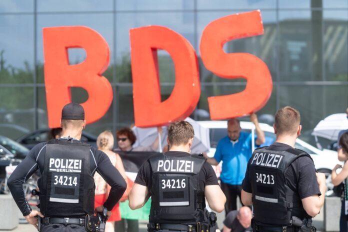 Symbolbild. Boycott, Divestment and Sanctions (BDS) Kundgebung. Foto IMAGO / Stefan Zeitz