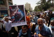 Palästinensische Mitarbeiter des Hilfswerks der Vereinten Nationen (UNRWA) nehmen an einem Protest teil und fordern den Abgang von Matthias Schmale, dem UNRWA-Einsatzleiter für den Gaza-Streifen am Montag, 31. Mai 2021. Foto IMAGO / UPI Photo