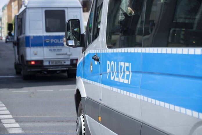 Symbolbild. Polizei in Berlin. Foto IMAGO / photosteinmaurer.com