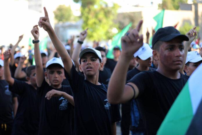 Palästinensische Kinder und Jugendliche nehmen an einer Abschlusszeremonie in einem von der Hamas-Bewegung organisierten militärischen Sommerlager in Gaza-Stadt teil, 01. Juli 2021. Foto IMAGO / ZUMA Wire