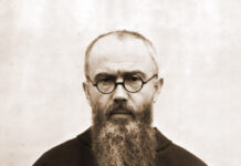 Maximilian Kolbe 1936. Foto Autor Unbekannt - http://santuarioeucaristico.blogspot.hu/2010/08/sao-maximiliano-kolbe-14-de-agosto.html, Public Domain, https://commons.wikimedia.org/w/index.php?curid=42823235