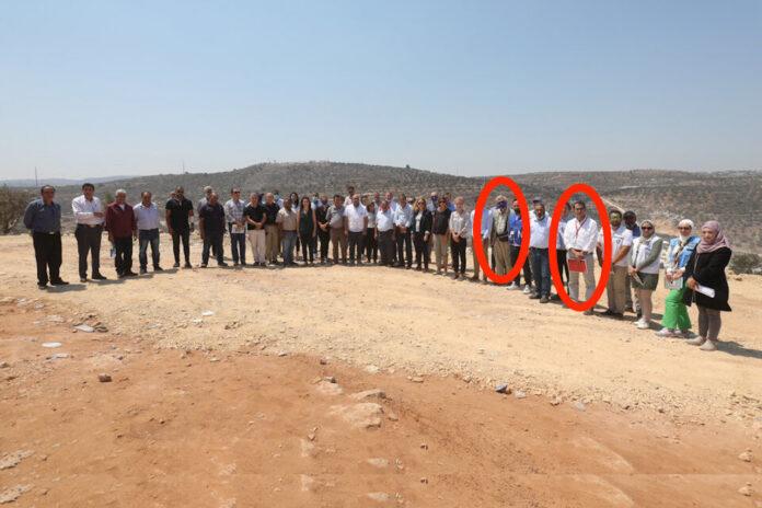 Die Vertreter der deutschen Bundesregierung Christian Clages und EU Sven Kühn von Burgsdorff in Samaria. Foto Twitter / EU and Palestinians