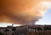Starke Rauchwolken über der Stadt Jerusalem und der Umgebung am 15. August 2021. Foto Shalev Shalom/TPS