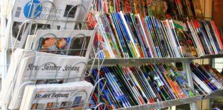 Symbolbild. Zeitungen und Illustrierte an einem Kiosk in Zürich. Foto IMAGO / Geisser