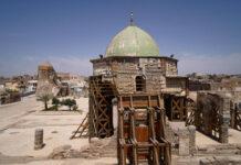 Gesamtansicht der zerstörten Al-Nuri-Moschee und des Al-Hadba-Minaretts. Die Al-Nuri-Moschee, die im Jahr 1172 erbaut wurde und zu der auch das Al-Hadba-Minarett gehört, wird derzeit von der UNESCO in ihrer alten Form wieder aufgebaut, nachdem sie im Krieg gegen ISIS (Islamischer Staat im Irak und in Syrien) zerstört wurde. Foto IMAGO / ZUMA Wire
