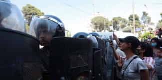 Palästinensische Bereitschaftspolizei in Ramallah blockiert Demonstranten nach dem Tod des palästinensischen Aktivisten Nizar Banat, der nach seiner Verhaftung durch die Sicherheitskräfte der Palästinensischen Autonomiebehörde am 24. Juni 2021 starb. Foto IMAGO / ZUMA Wire