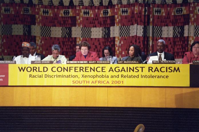 """Im Jahr 2001, eine Woche vor den Terroranschlägen vom 11. September, veranstaltete die UNO die """"Weltkonferenz gegen Rassismus, Diskriminierung, Fremdenfeindlichkeit und Intoleranz"""" in Durban, Südafrika. Foto UN Photo/Ron da Silva."""