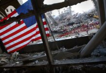Das ehemalige World Trade Center in New York City am 15. September 2001. Foto U.S. Navy Foto von Journalist 1st Class Preston Keres. Public Domain, https://commons.wikimedia.org/w/index.php?curid=8096143