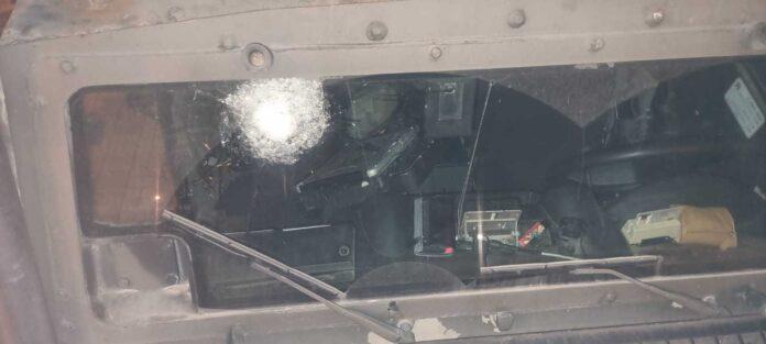 Ein Fahrzeug der Grenzpolizei, das bei Zusammenstössen bei Nablus beschädigt wurde, als es jüdische Pilger begleitete. 27. September 2021. Foto Israelische Polizei