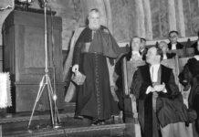 Ehrendoktorwürde für Kardinal Tisserant in Nijmegen am 8 Juli 1952. Foto Nationaal Archief http://proxy.handle.net/10648/a8fcb650-d0b4-102d-bcf8-003048976d84, CC0, https://commons.wikimedia.org/w/index.php?curid=65061599