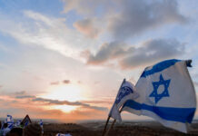 Die israelische Flagge bei Sonnenuntergang anlässlich des Jerusalem-Tages am 25. Mai 2017. Foto Rina Gerashi-Levi/TPS
