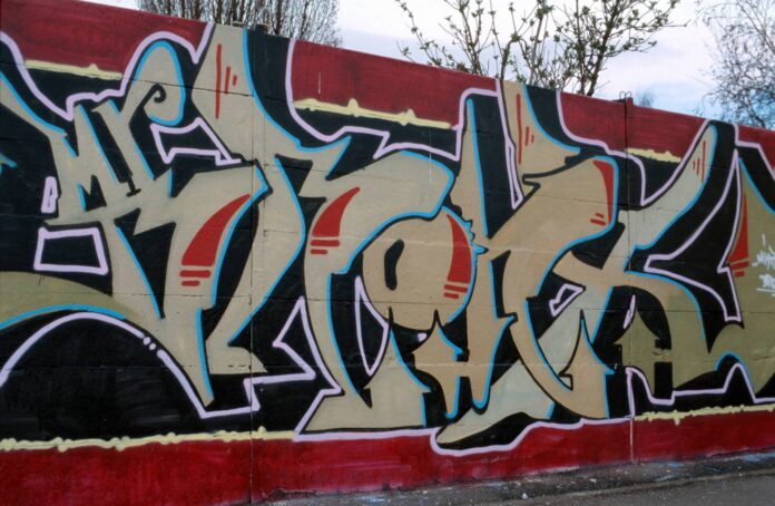 Symbolbild. Graffittischriftzug in Karlsruhe. Foto IMAGO / Enters
