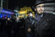 Symbolbild. Chanukka-Fest mit Eröffnungsfeier des Neuen Jüdischen Zentrums Chabad, Opernplatz, Frankfurt am 17.12.2017. Foto IMAGO / Michael Schick