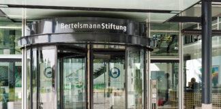 Eingang der Hauptverwaltung der Bertelsmann Stiftung in Gütersloh. Foto IMAGO / epd