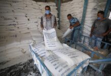 Mitarbeiter des Hilfswerks der Vereinten Nationen für Palästinaflüchtlinge (UNRWA) am 30. August 2021 in Dair Al Balah im Zentrum des Gazastreifens. Foto IMAGO / ZUMA Wire