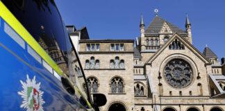 Die Kölner Synagoge in der Roonstraße im Kwartier Latäng. Hier steht Tag und Nacht ein Polizeiauto und hält Wache. Foto IMAGO / Future Image